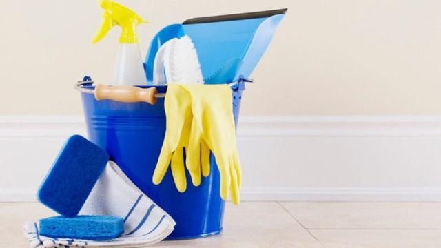 Làm sạch vật dụng trong nhà bằng cồn